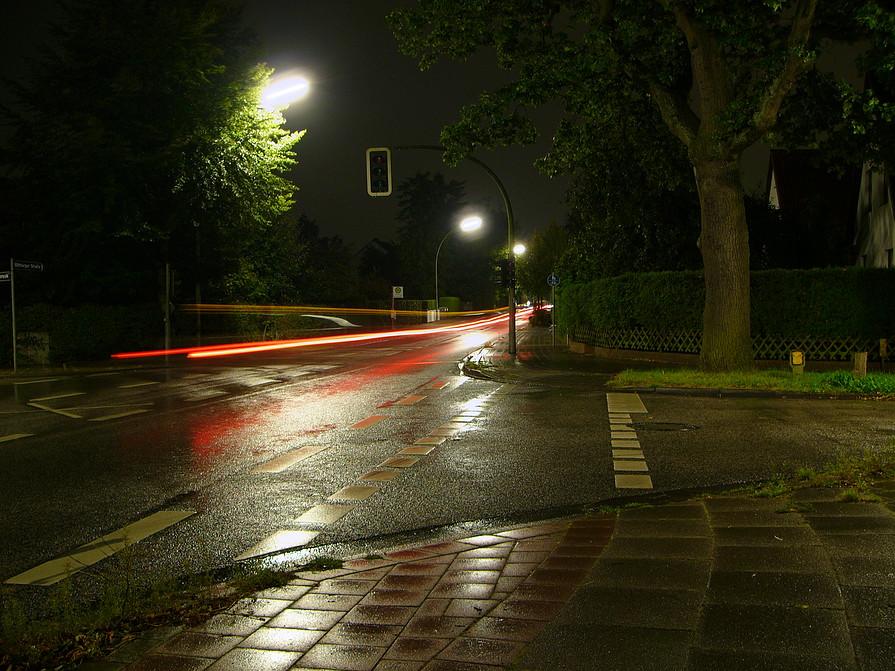 Nachtaufnahme an der Straße (1)